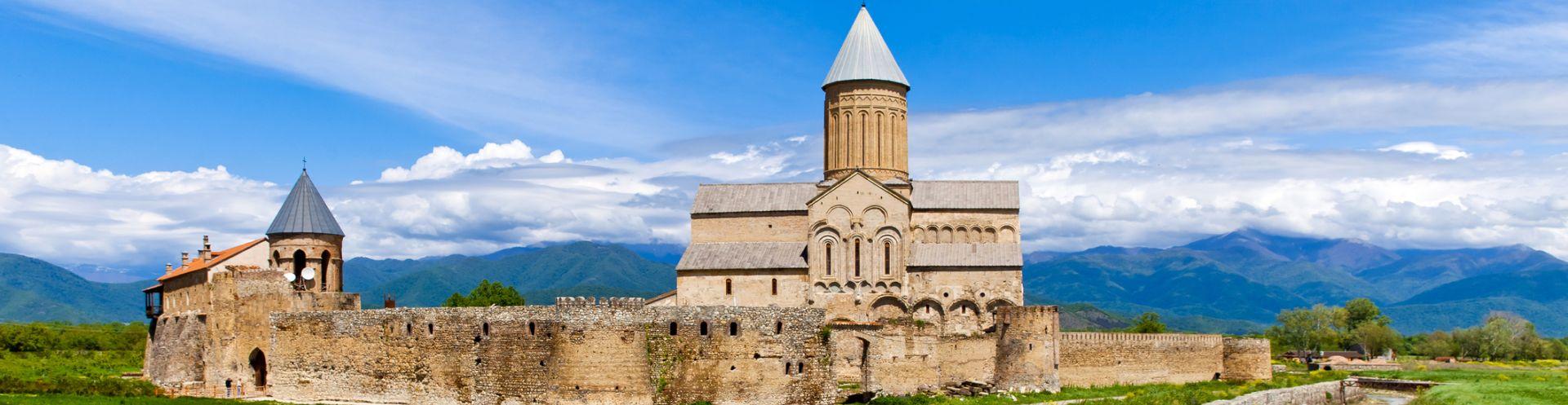 טיול במסלול מושלם לגאורגיה כולל הרי הקווקז עם רכבי  שטח